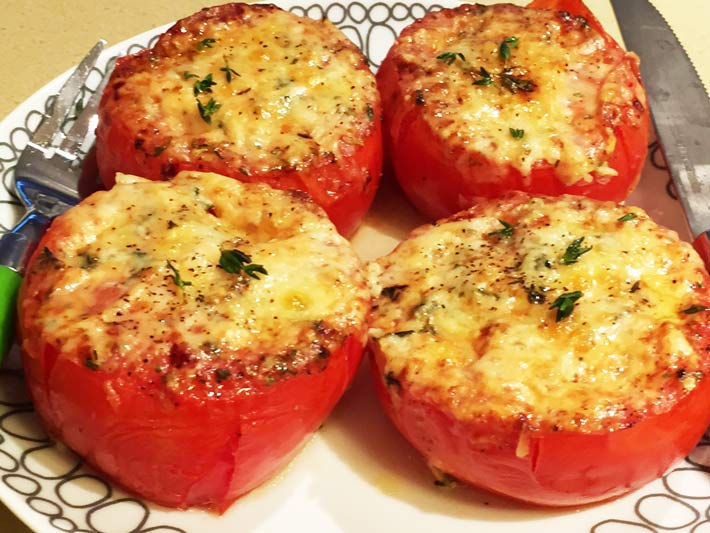 French Onion Soup Tomatoes Recipe- that is so easy and topped with cheesy comfort food smiles. Grab thyme, Gruyere cheese, tomatoes and seasoing. www.ChopHappy.com #sheetpanrecipe #tomatoerecipe