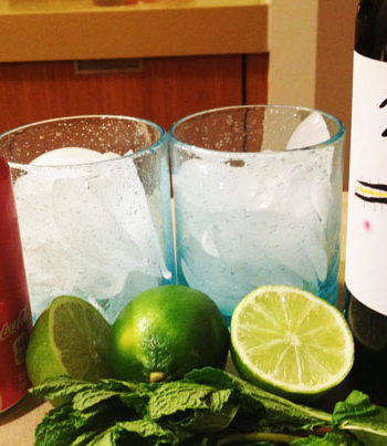 Spanish Wine and Cola Cocktail (cheers in 30 seconds)