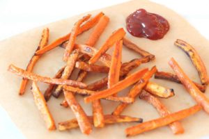 Crispy Garlic Carrot Fries Recipe- that is so crispy crunchy it will make you smile and love carrot fries. www.chophappy.com