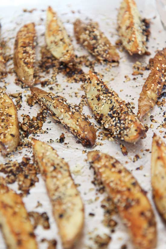 Everything Bagel Fries w/ Scallion Cream Cheese Dip Recipe - is fun appatizer the whole family will love. Grab seasoning, potatoes, and fun for this comfort food recipe. www.ChopHappy.com