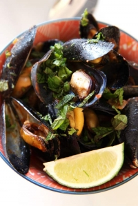 Thai Coconut Curry Mussels (one pot dinner idea)