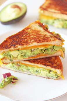 Guacamole Grilled Cheese Recipe. This is so easy to make for any weeknight dinner or fun lunch. Avocado, onions, mint, jalapeño, and vinegar make up the guacamole. Happy Cooking! #grilledcheese #guacamole