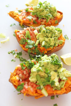 Guacamole Taco Stuffed Sweet Potatoes Recipe. This is the perfect meatless Monday or Taco Tuesday recipe. Also it is vegetarian and a healthy week night dinner. We will do some fun cooking hacks to make this 20 minutes and so hearty yum. Happy taco making! #tacoTuesday #tacorecipe