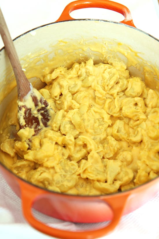 3 Ingredient Tortellini Mac and Cheese Recipe - that is stick to your ribs make ahead party food awesome. This is a recipe hack that is dinner time quick. Grab your milk, cheese, and pasta to make this. www.ChopHappy.com #MacandCheese #comfortfoodrecipe