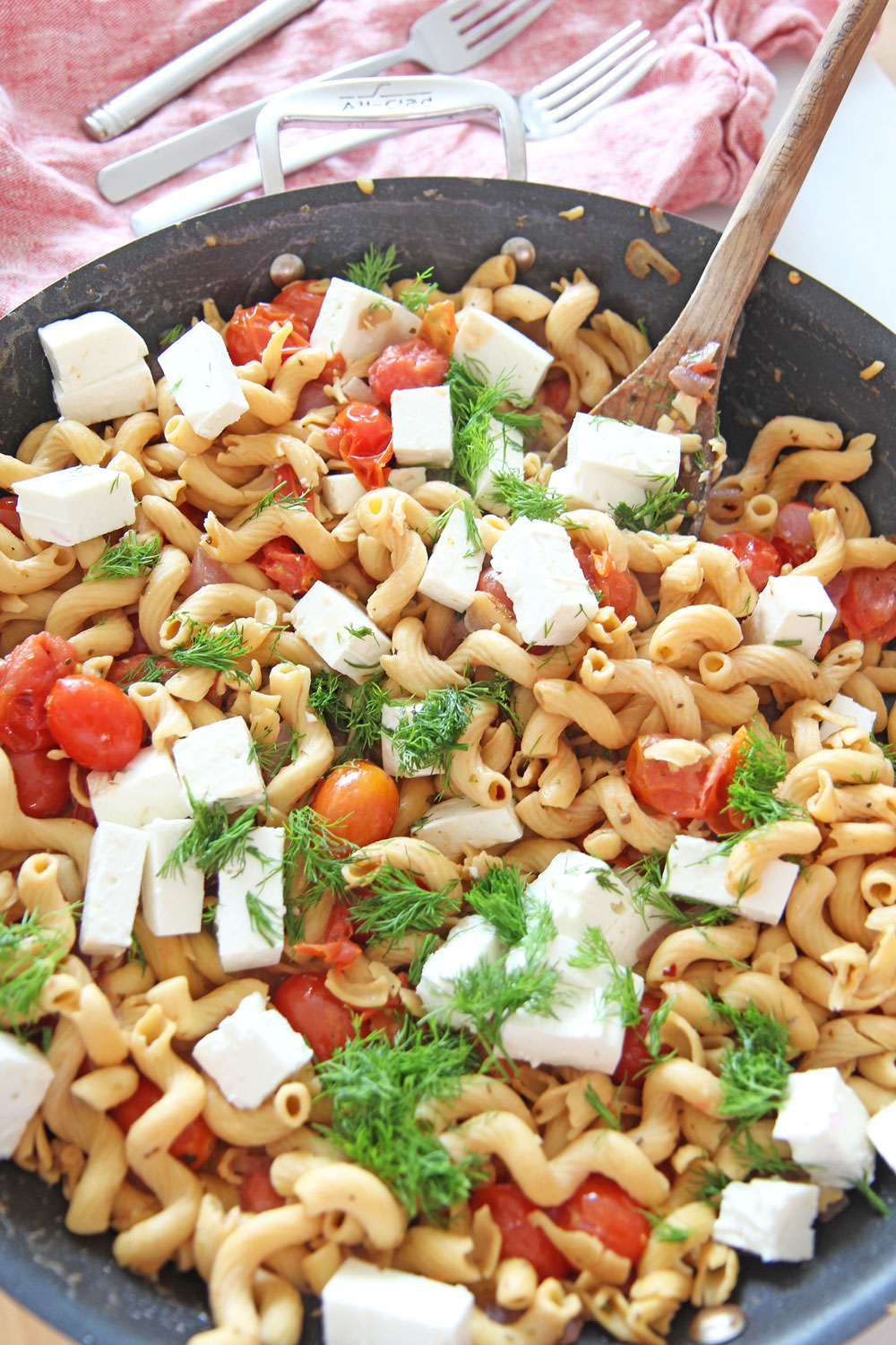 Bursting With Gratitude Tomato Feta Pasta Recipe. Grab sweet tomatoes, oregano, red pepper flakes, olive oil, pasta, and feta. This is a fast weeknight meal that takes only 15 minutes. Happy Cooking! www.ChopHappy.com #pastarecipe #GreekPasta