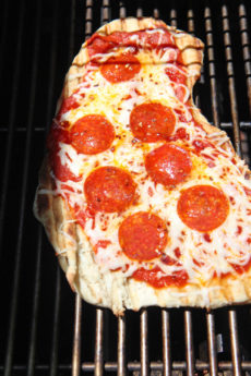 Honey Pepperoni Grilled Pizza Recipe. This is 6 minute super easy dinner. THe whole pizza is done before your oven gets hot. Grab pizza dough, tomato sauce, cheese, and pepperoni. Also honey and red pepper flakes spices it up. Happy pizza making! www.ChopHappy.com #pizzarecipe #grilledpizza