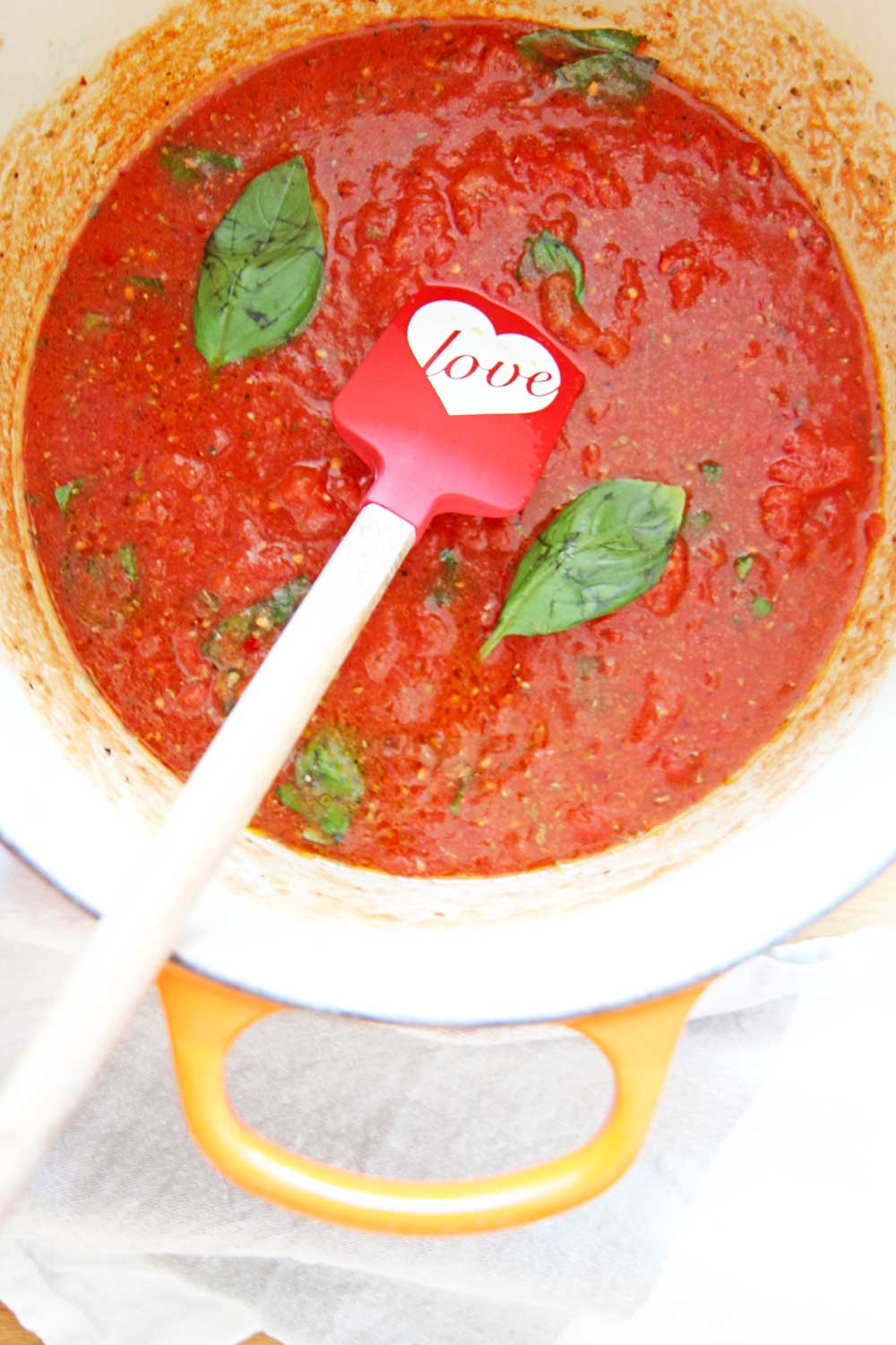 How To Make 5 Ingredient Pantry Marinara. Canned tomatoes, garlic powder, oregano, red pepper flakes, and fresh basil (you can use dried if needed) is all you need for a quick marinara sauce. This recipes is bright, sweet, and almost like having fresh marinara straight from the garden (but from your pantry lol). Happy Cooking! www.ChopHappy.com #marinararecipe #howtomakepastasauce