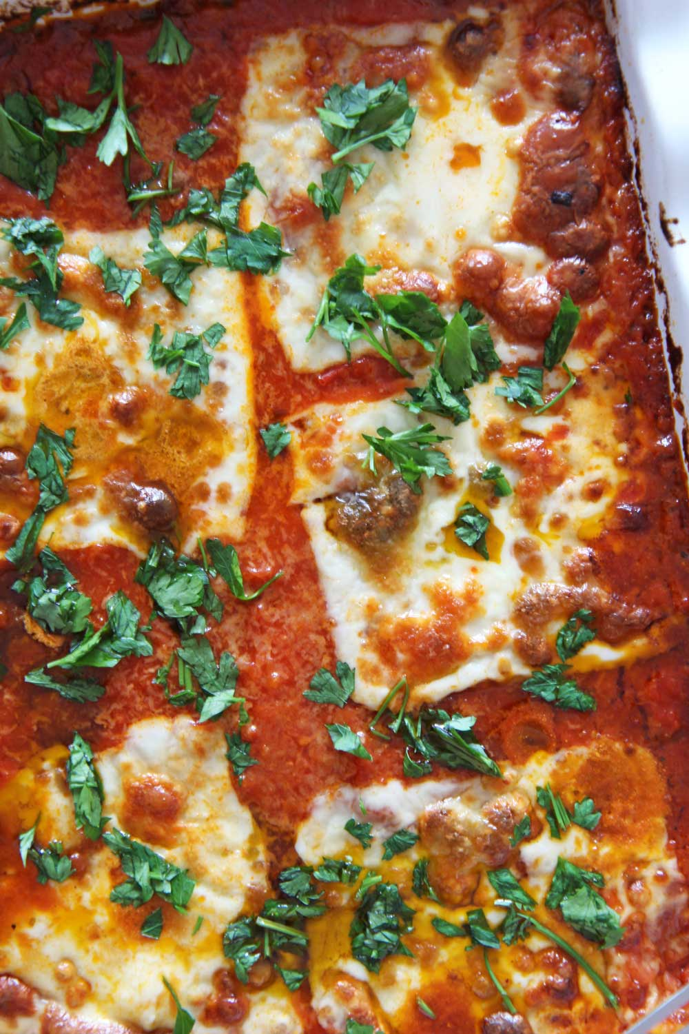 5 Ingredient Cheesy Lasagna. Ricotta, marinara, mozzarella, pesto, and frozen ravioli is all you need. This is a perfect busy night pasta dinner. At my hiome we call it Italian recipe night. Happy cooking! www.chophappy.com #lasagna #5ingredients