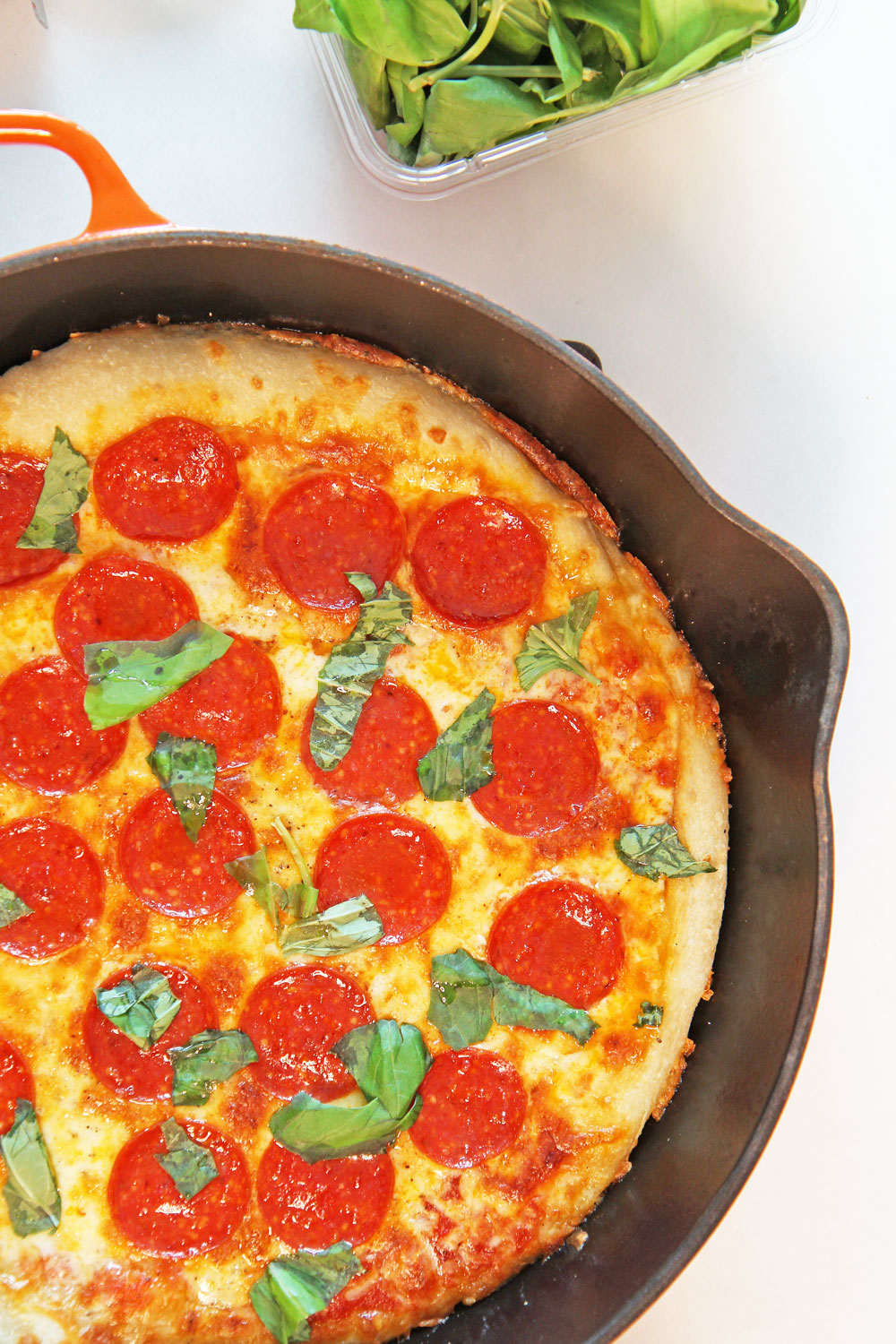 How to Make Pizza in a Cast Iron Pan. This is super easy. Just get pizza dough, marinara, mozzarella cheese, pepperoni, and basil. Pizza making is so easy and this tastes just like NYC pizza. Happy cooking! www.ChopHappy.com #howtomakepizza #pizza