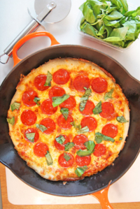 How to Make Pizza in a Cast Iron Pan