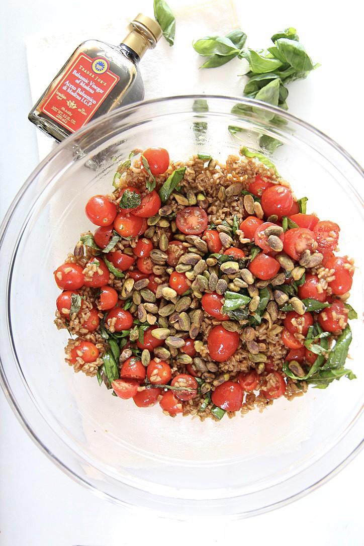 Tomato Basil Farro Salad with Balsamic Vinaigrette Recipe. Healthy salad with easyTomato Basil Farro Salad with balsamic vinaigrette. Happy Cooking! www.ChopHappy.com #farrorecipe #healthyrecipe